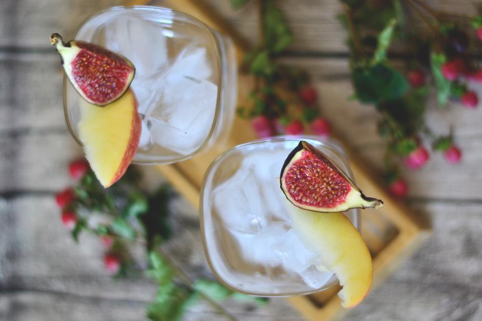 gin fizz cocktail rezept mit feigen. Black Bedroom Furniture Sets. Home Design Ideas